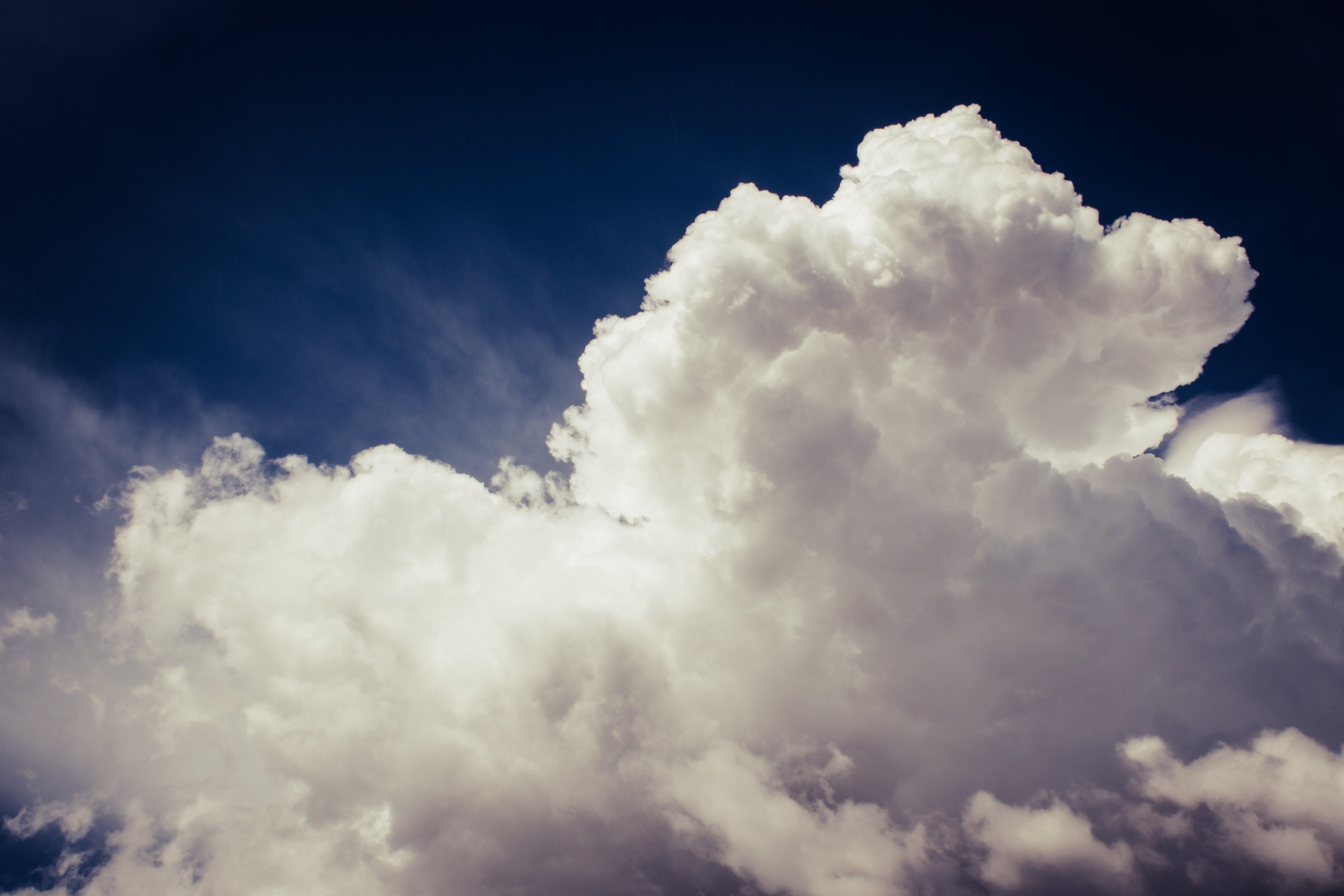 คลังภาพถ่ายฟรี ของ การก่อตัวของเมฆ, ขาว, ท้องฟ้า, มีขนนุ่ม