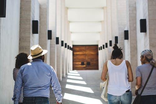 Základová fotografie zdarma na téma architektura, budova, chůze, denní světlo