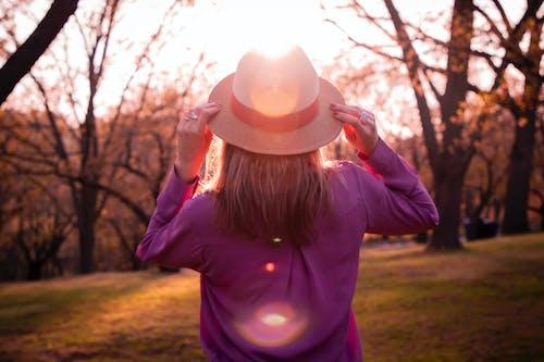 Ilmainen kuvapankkikuva tunnisteilla auringonlasku, aurinko, hattu, lämpöjousi