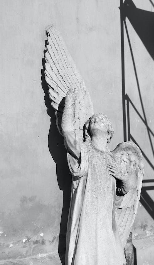 Immagine gratuita di angelo, bianco e nero, scultura monumentale