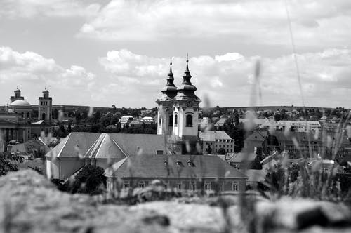 Immagine gratuita di architettura. città, bianco e nero, chiesa, eger