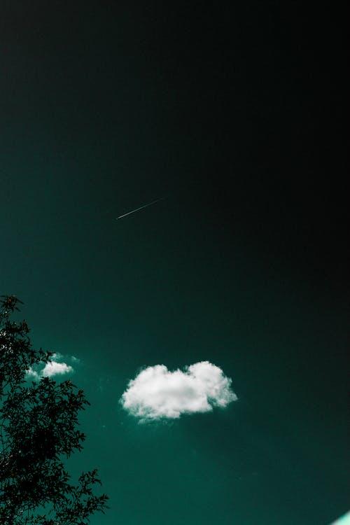 以上, 噴射機, 噴射飛機, 多雲的天空 的 免費圖庫相片