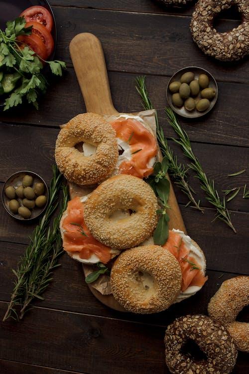 Fotos de stock gratuitas de aceitunas, brunch, comida, de madera