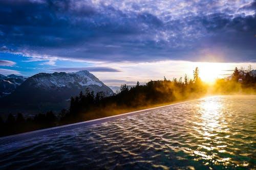 Immagine gratuita di acqua, montagna, neve, nuvoloso