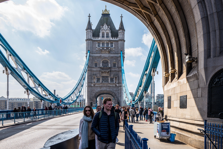 Foto d'estoc gratuïta de arquitectura, carrer, carretera, cel