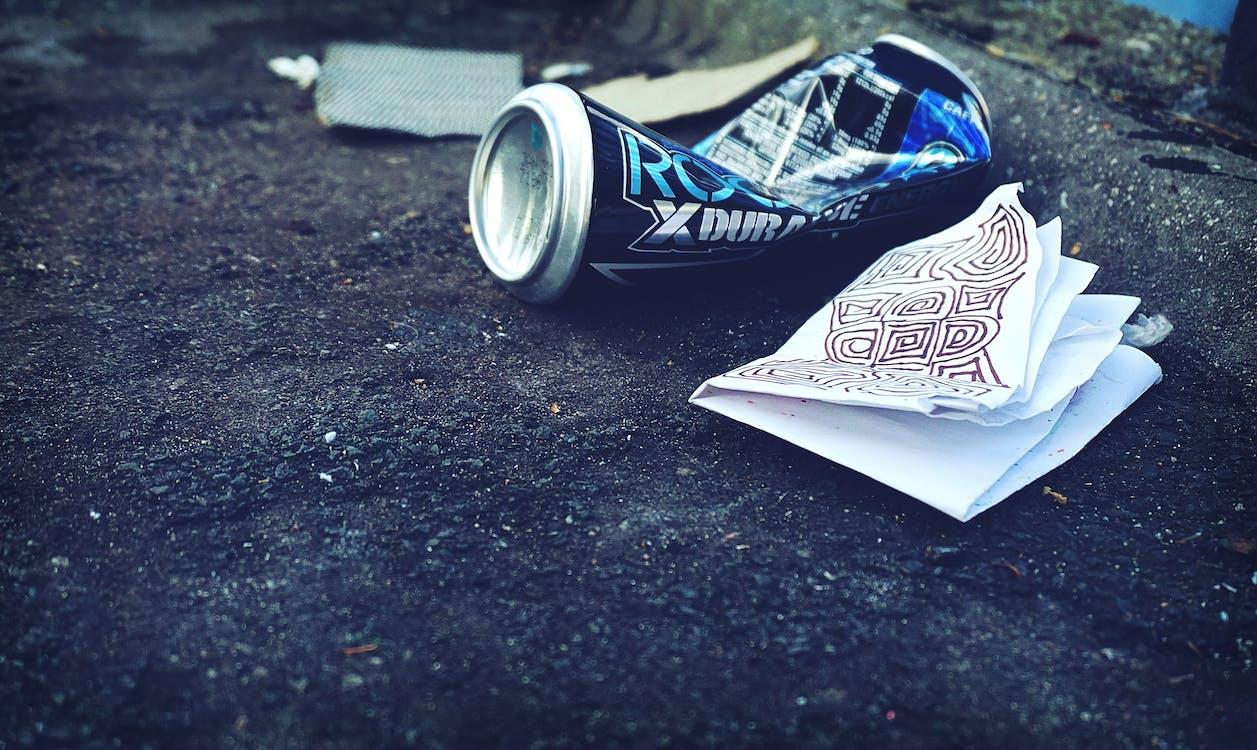afval, bierblikje, conceptueel
