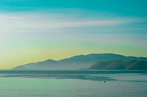 Безкоштовне стокове фото на тему «берег моря, вода, гора, Захід сонця»