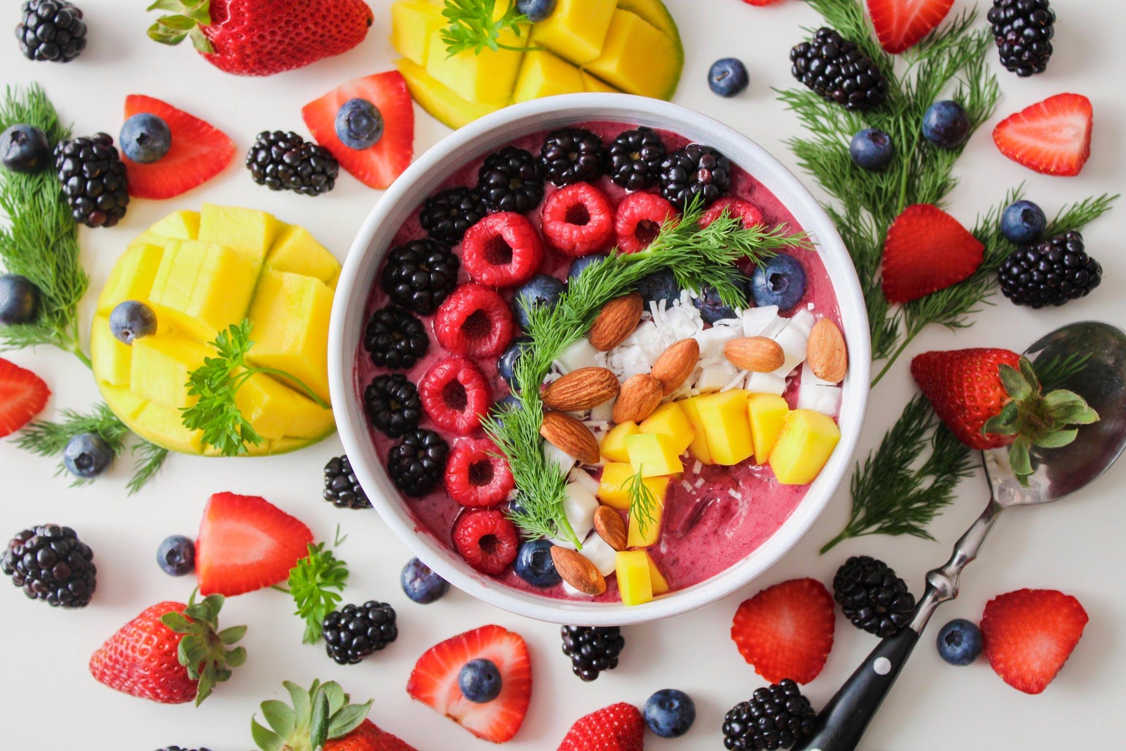 Kostenloses Stock Foto zu beeren, blaubeeren, brombeeren, erdbeeren