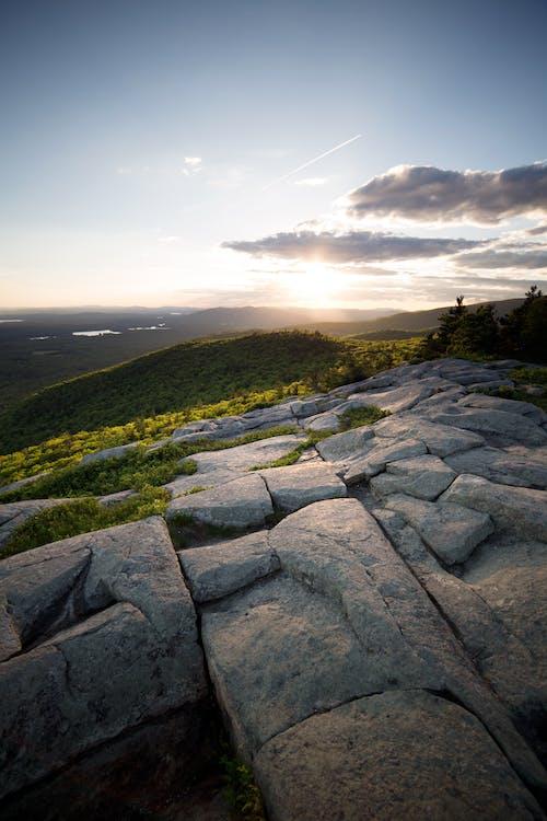 Бесплатное стоковое фото с горы, деревья, живописный, закат