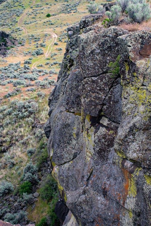 Kostnadsfri bild av berg, dagsljus, geologisk formation, gräs