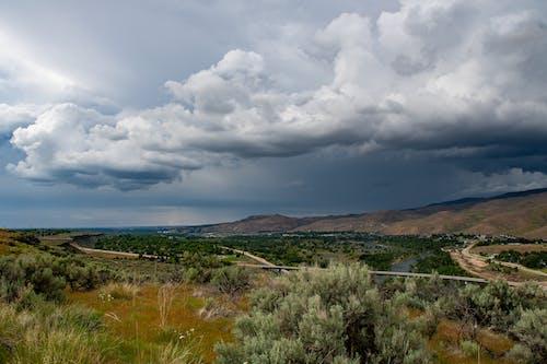 Darmowe zdjęcie z galerii z chmury, drogi, drzewa, góry