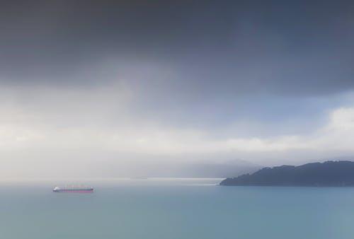 Бесплатное стоковое фото с буря, голубой, контейнерное судно, корабль