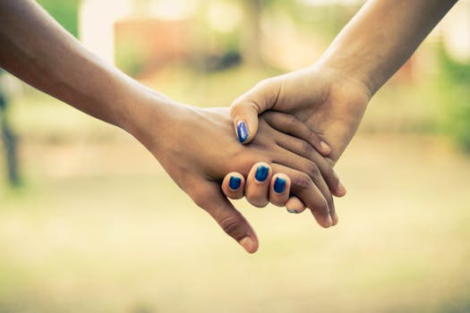 1000+ Great Holding Hands Photos · Pexels · Free Stock Photos