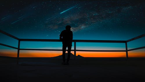 Gratis lagerfoto af kosmos, mand, meteorer, mørk