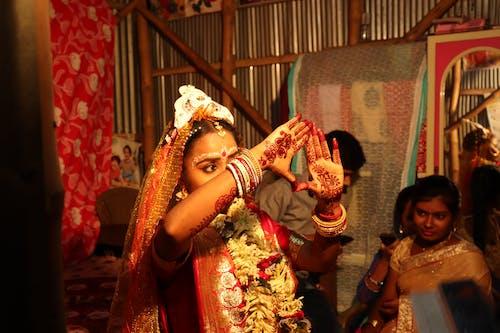 Безкоштовне стокове фото на тему «весілля, вуаль, Дівчина, жінка»