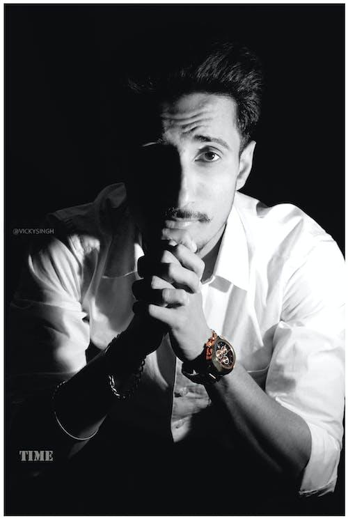 Fotos de stock gratuitas de Adobe Photoshop, blanco y negro, de buen tono, fondo negro