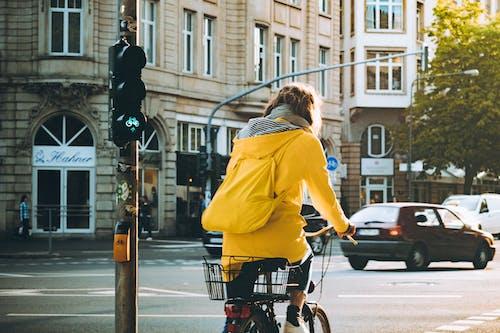 Foto profissional grátis de cidade, estrada, frankfurt, pessoa