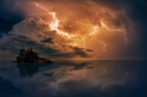 Gratis stockfoto met avond, bliksem, blikveld, bomen