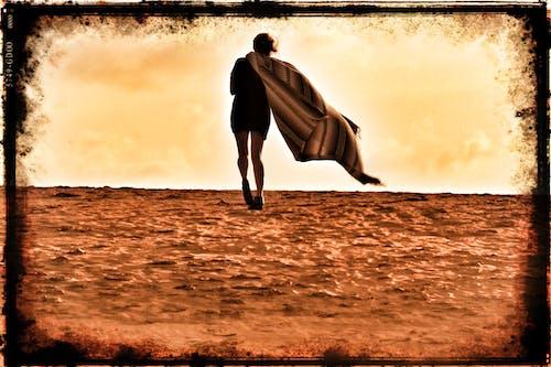Základová fotografie zdarma na téma deka, duny, vítr, žena
