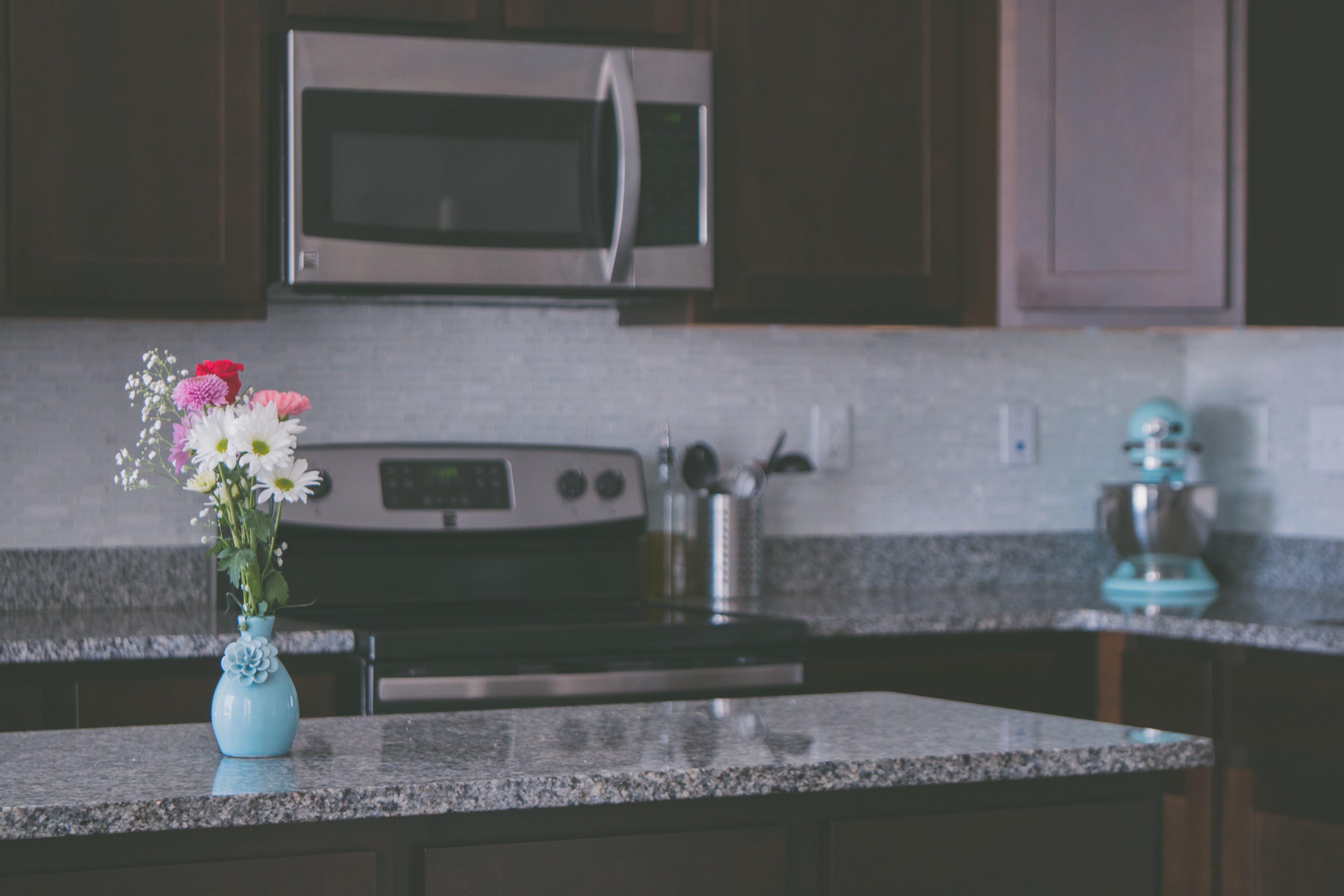Kostenloses Stock Foto zu granit, küche, küchentheke, raum