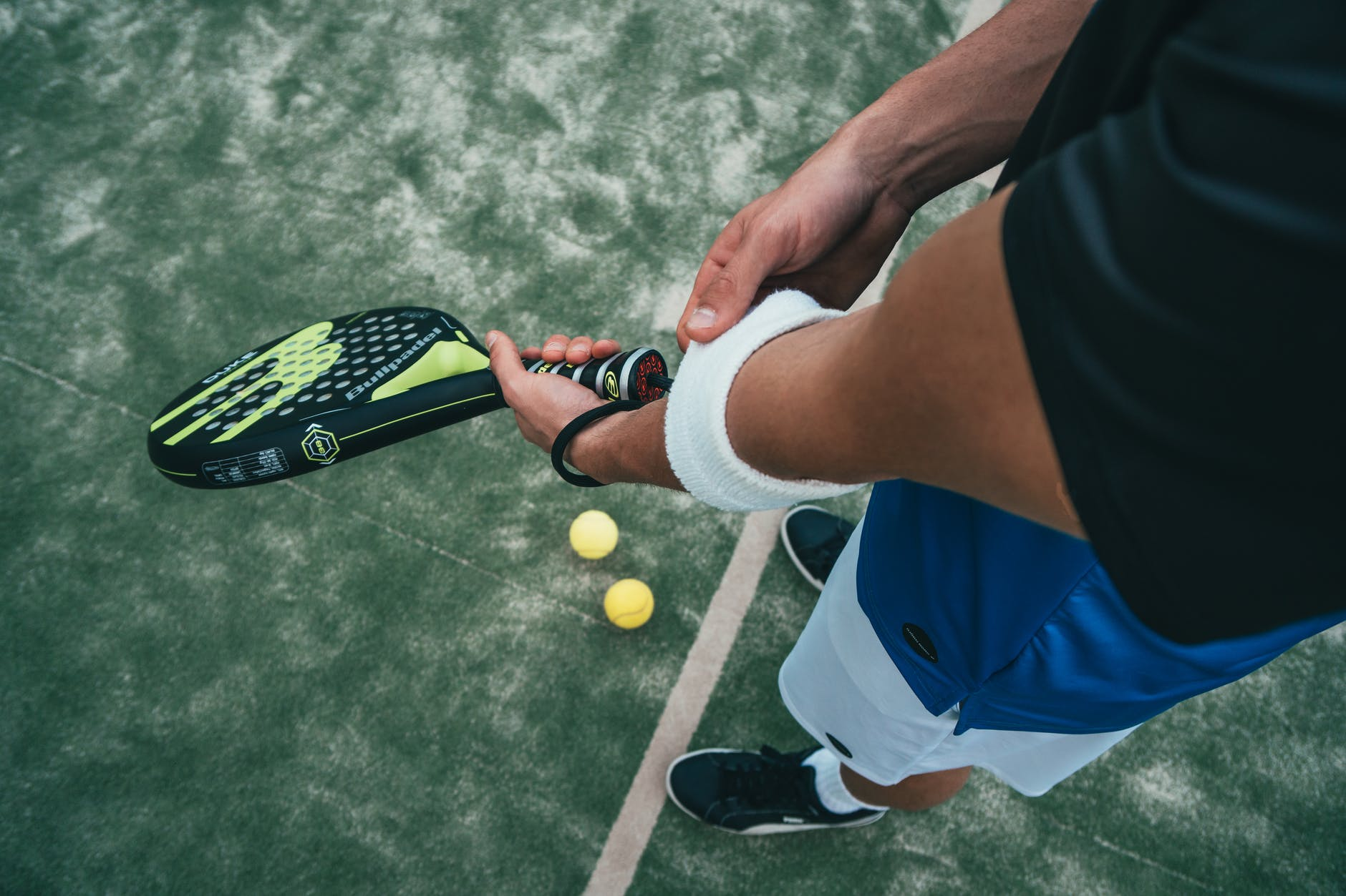 person holding tennis rocket