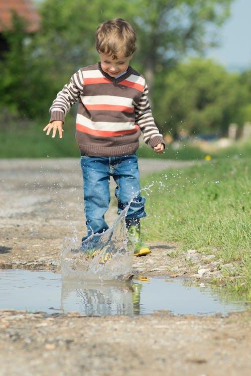 Photos gratuites de eau, flaque, petit garçon