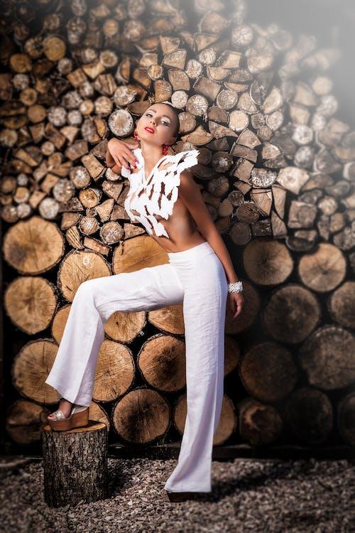 Photos gratuites de bûches de bois, femme, humain, individu