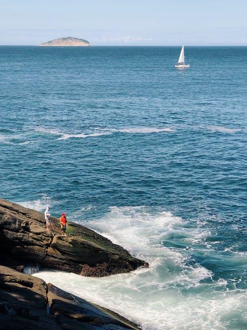 Δωρεάν στοκ φωτογραφιών με ακτή, βάρκα, θάλασσα, ιστιοφόρο