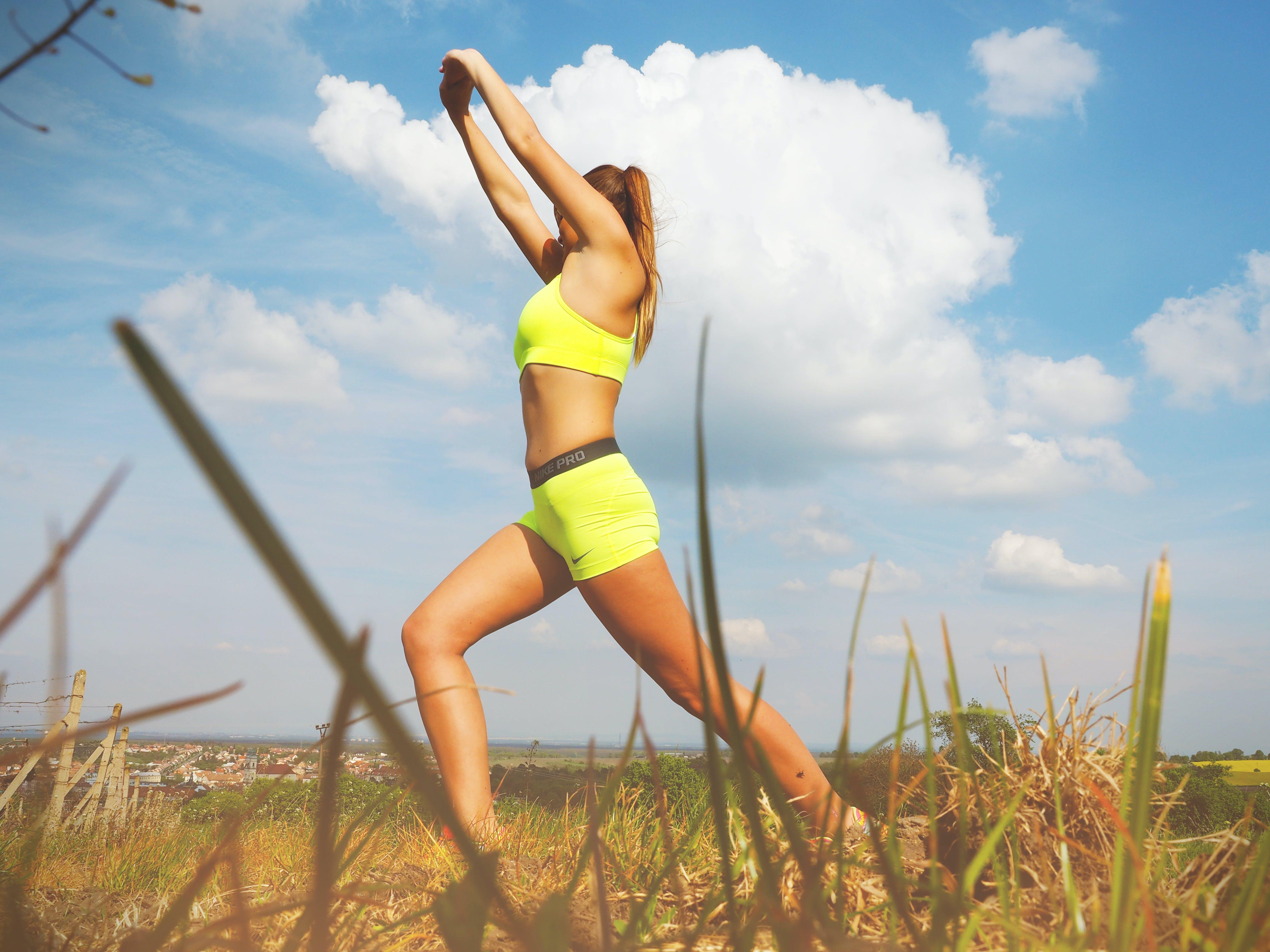 Kostenloses Stock Foto zu gesund, natur, himmel, frau