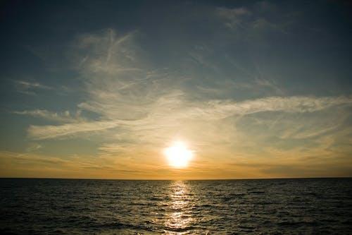 Δωρεάν στοκ φωτογραφιών με απογευματινός ήλιος, βραδινός ουρανός, δύση του ηλίου, θάλασσα