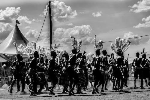 블랙 앤 화이트, 입다, 전통의 무료 스톡 사진