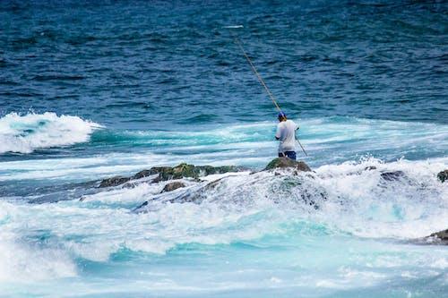 Безкоштовне стокове фото на тему «вода, людина, махати, море»