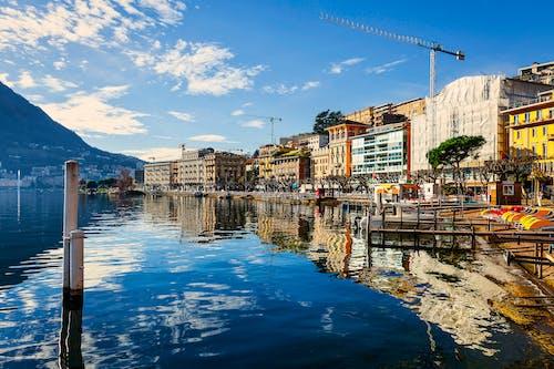 Photos gratuites de bâtiment, bord de mer, citadin, eau