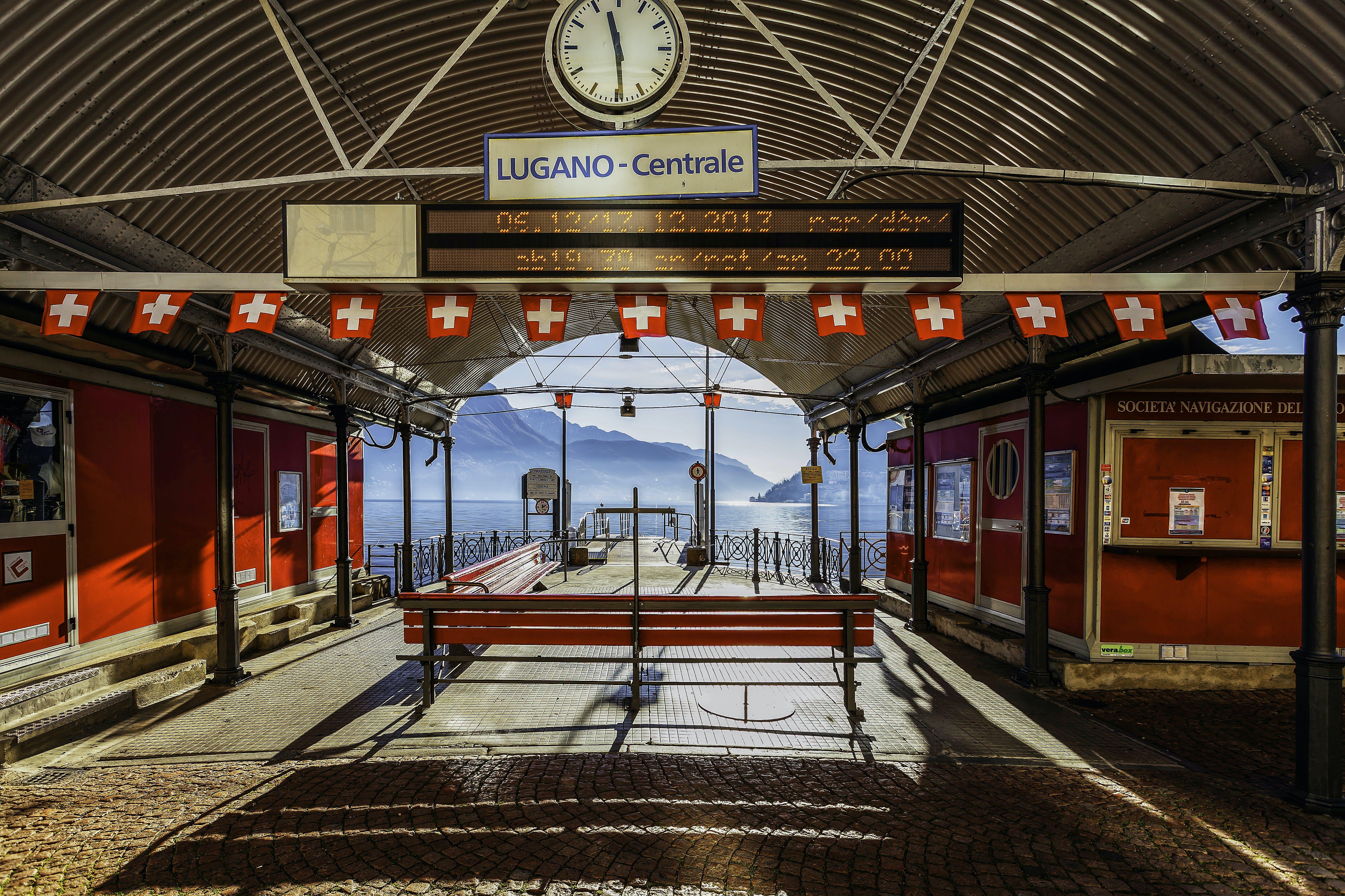 Lugano-centrale Signage