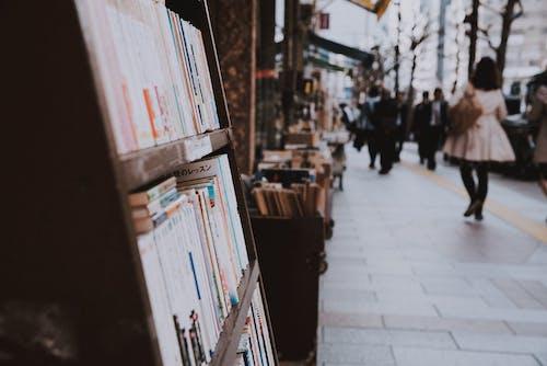 Fotos de stock gratuitas de acción, adulto, calle, ciudad