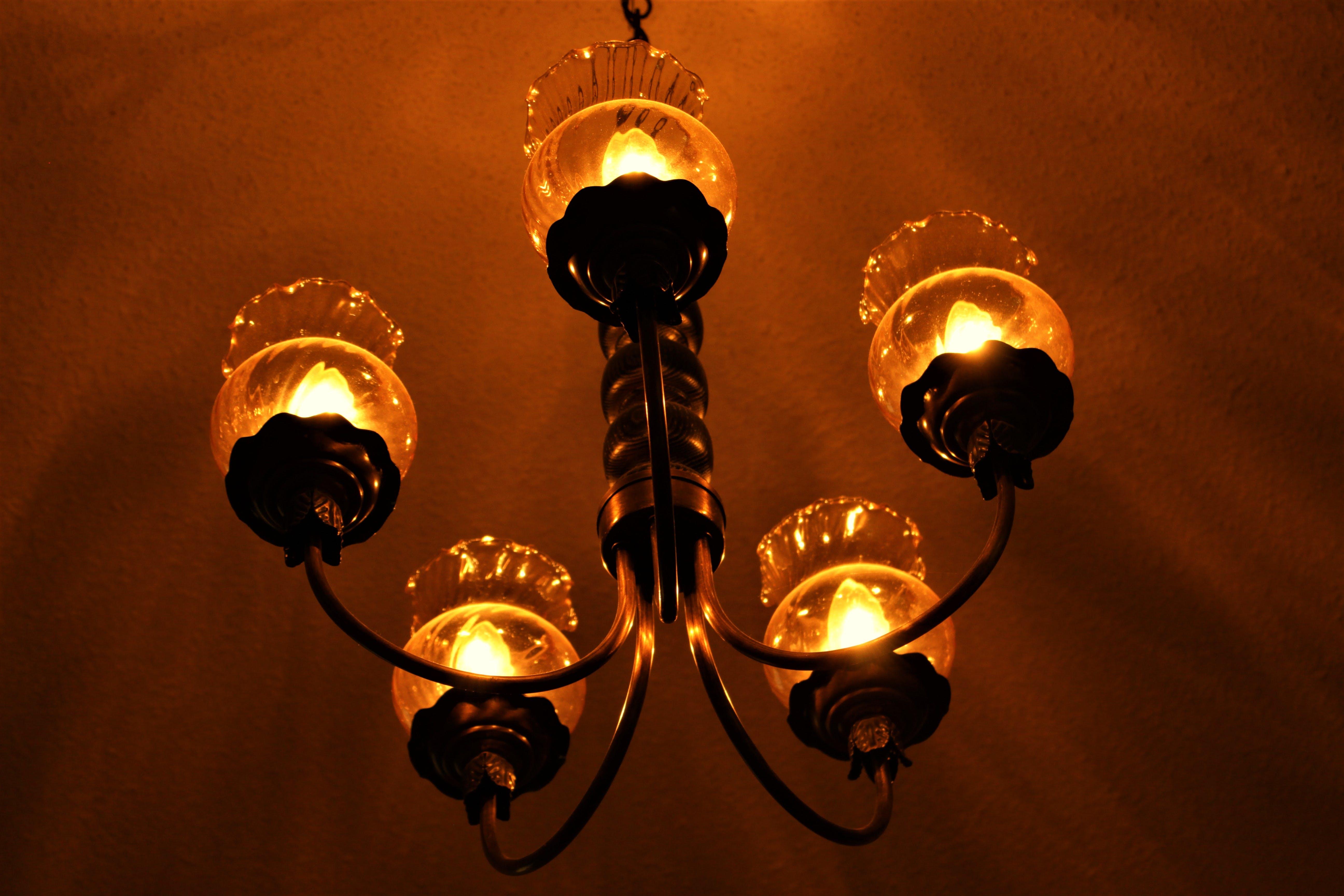Kostenloses Stock Foto zu beleuchtung, gold, leuchte, leuchter
