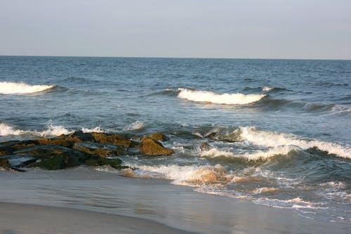Gratis stockfoto met atlantische oceaan, Bemoste rotsen, oceaan, strand