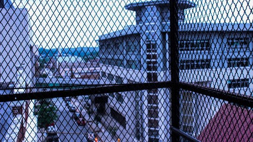 คลังภาพถ่ายฟรี ของ กั้นรั้ว, ท้องฟ้า, เมือง