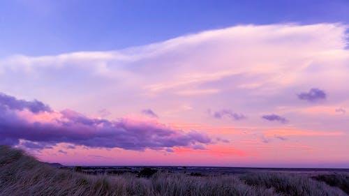 日没時のニンバス雲の写真