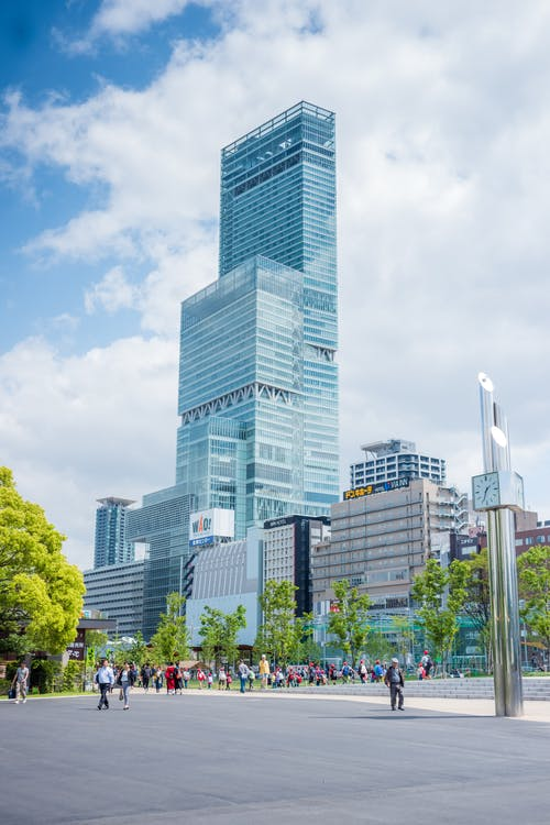 Foto d'estoc gratuïta de arquitectura, carrer, cel, centre de la ciutat