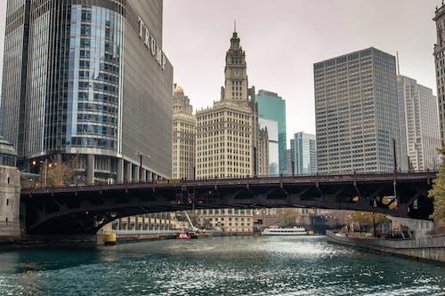 Darmowe zdjęcie z galerii z budynki, metropolita, most