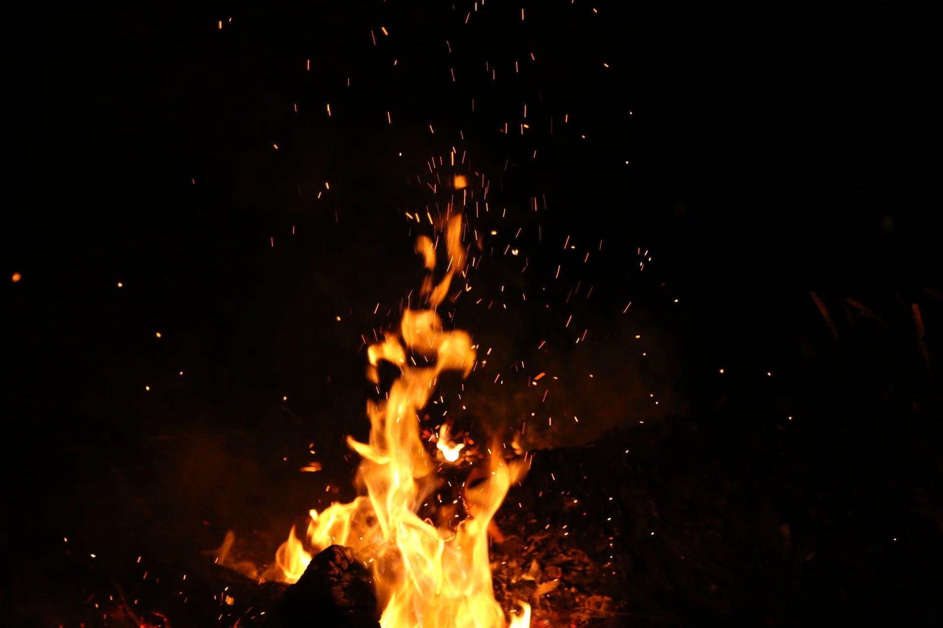 Foto profissional grátis de ardente, chama, escuro, fogo