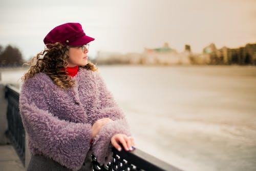 Безкоштовне стокове фото на тему «вовняне пальто, вродлива, Денне світло, жінка»