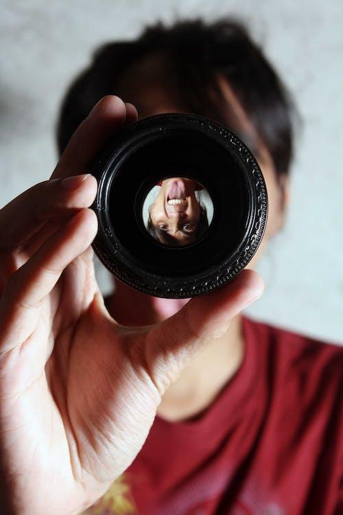Безкоштовне стокове фото на тему «людина, об'єктив, персона, Рука»