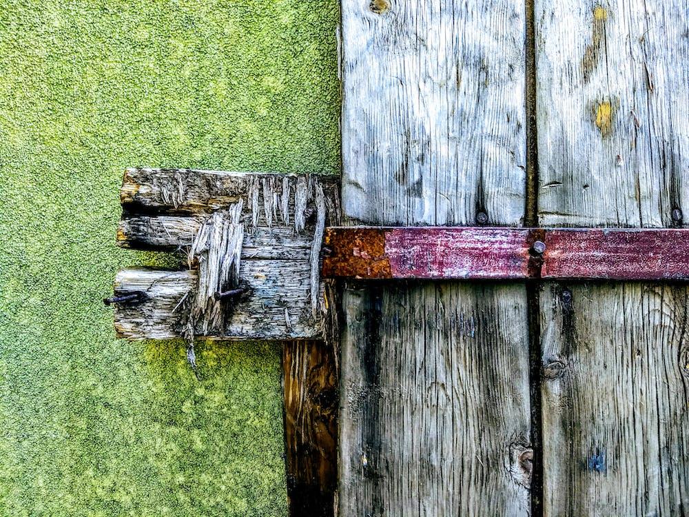 arrugginito, chiavistello, in legno