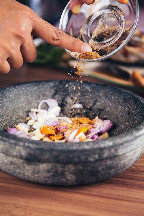 Bawang, herba, mangkok