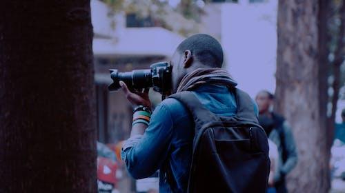 Darmowe zdjęcie z galerii z afrykanin, aparat, czarny, fotograf