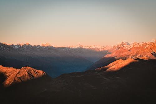 Kostenloses Stock Foto zu berg, berge, dämmerung, landschaftlich