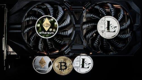 Безкоштовне стокове фото на тему «Bitcoin, ethereum, litecoin, USB»