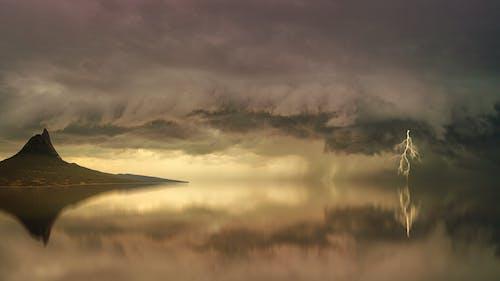 Gratis stockfoto met berg, bewolking, bliksem, blikseminslag